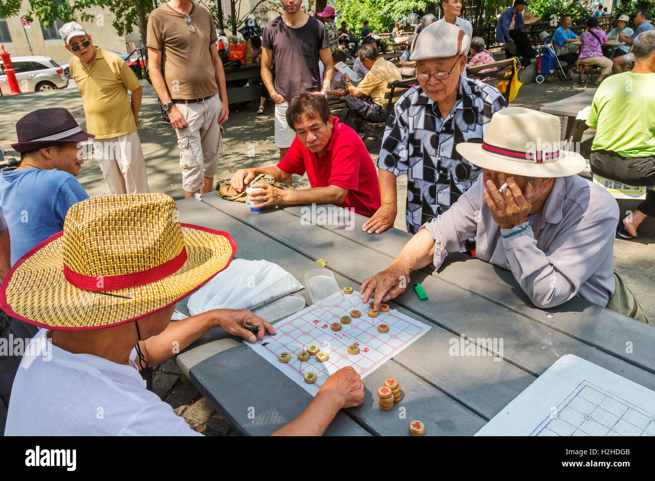 A group of Chinese Americans in Columbus Park in Chinatown, New York City playing Chinese Chess, also known as, - Stock Image