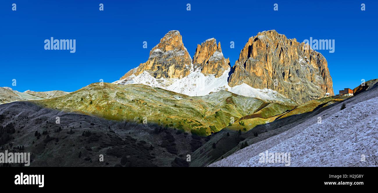 The Saslonch, Sassolungo or Langkofel mountain range, from the Sella Pass, Dolomites, Trentino, Italy. - Stock Image