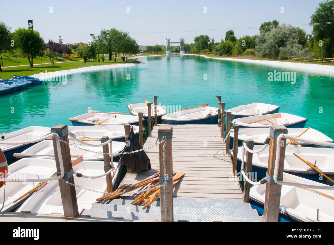 Jetty and pond. Parque Europa, Torrejon de Ardoz, Madrid province, Spain. - Stock Image