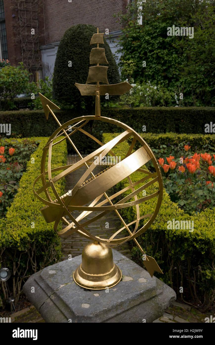 Sundial Dutch Garden Europe Stock Photos & Sundial Dutch Garden ...