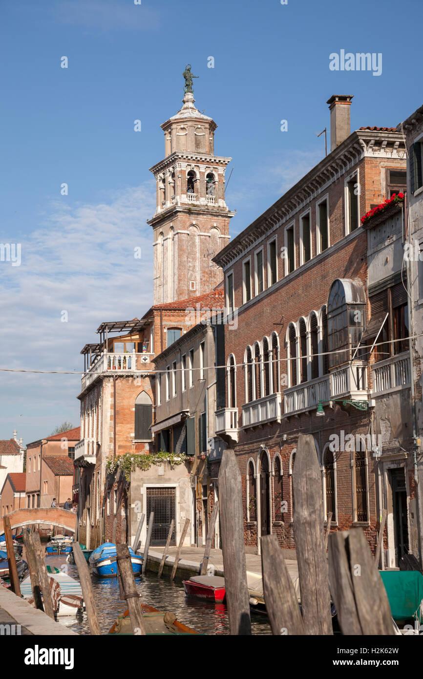 Cosy Venice: Del Squero and Gherardini streets (fondamente) by the quays of the St Barnabe rio, at Dorsoduro (Italy). - Stock Image