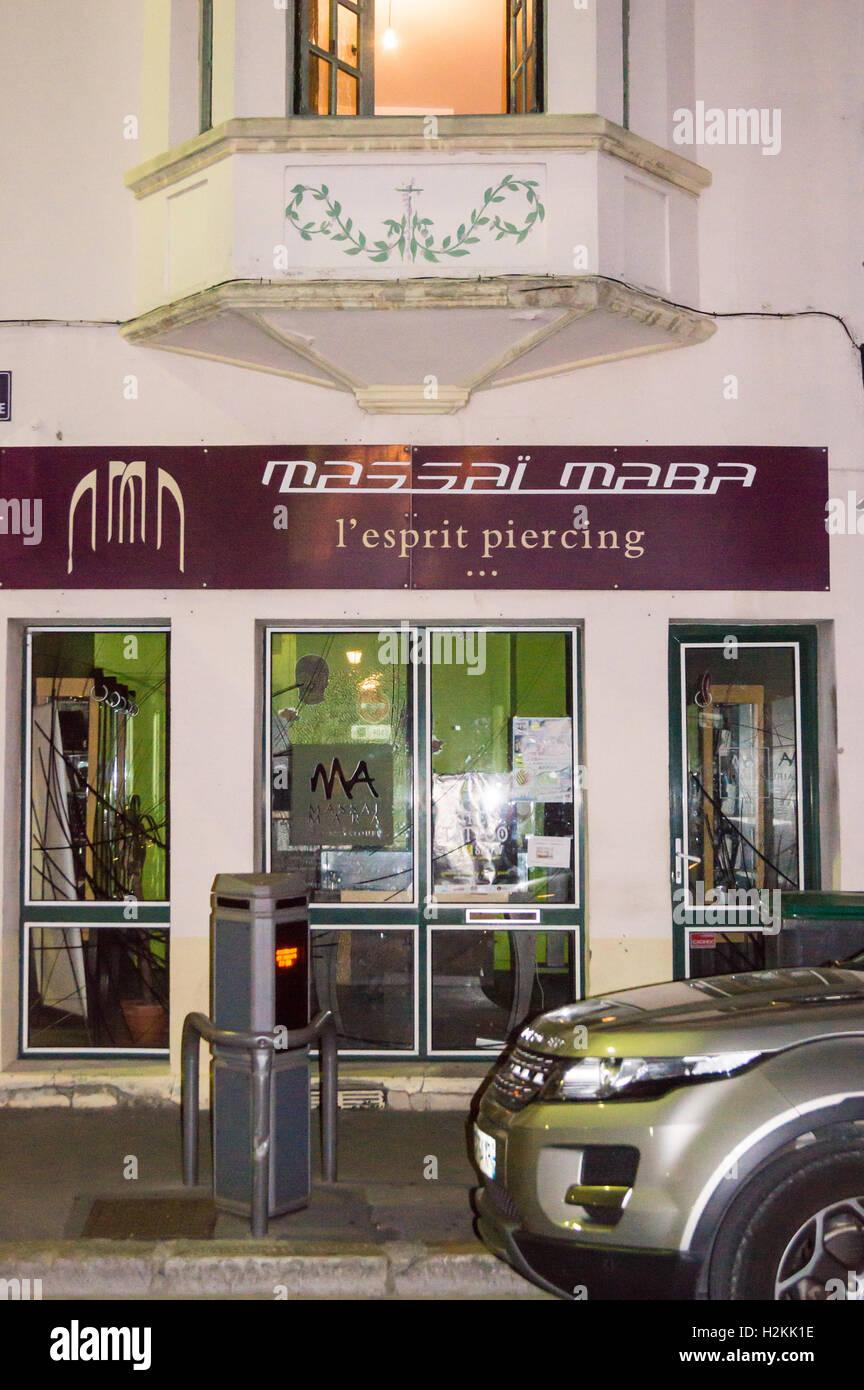 Esprit Art Deco Com piercing parlour in and art deco building, arras, pas-de
