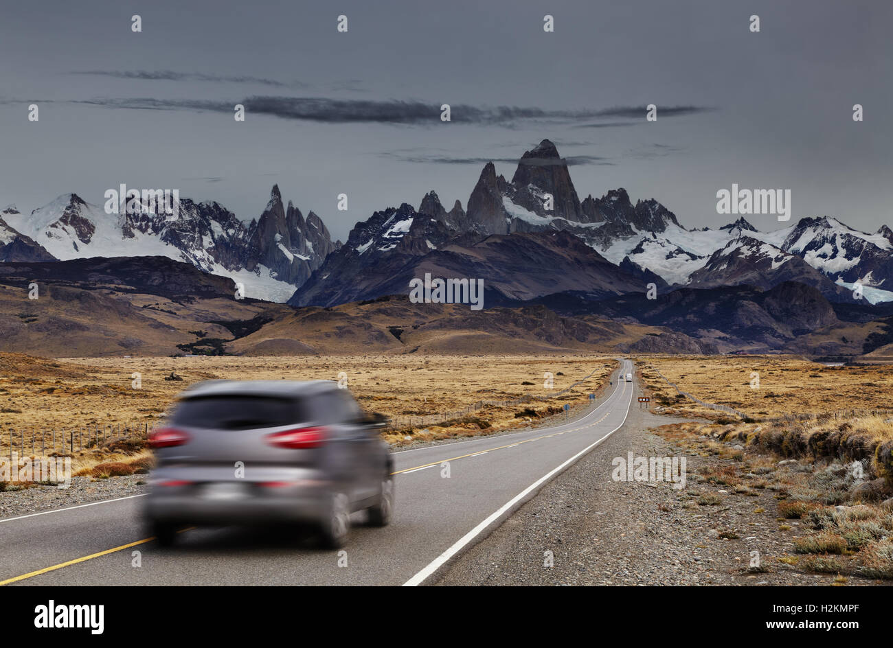 Blurred car traveling on the road to Los Glaciares National Park, Patagonia, Argentina - Stock Image