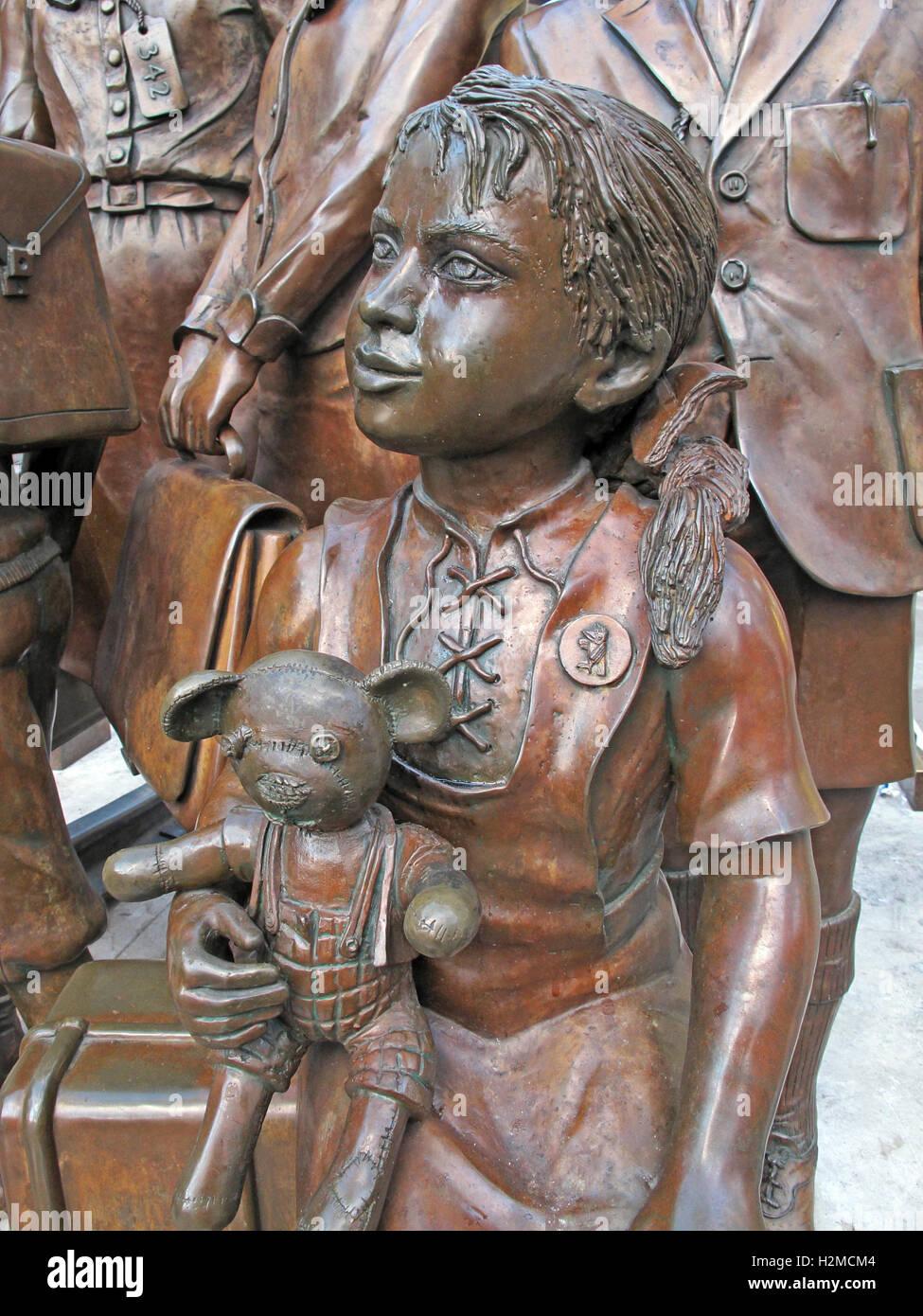 Kindertransport statues, Liverpool St station,London,England,UK Stock Photo