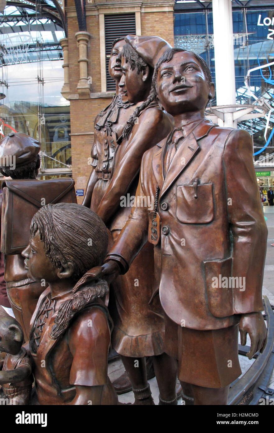 Kindertransport statues, Liverpool St station,London,England,UK Stock Photo