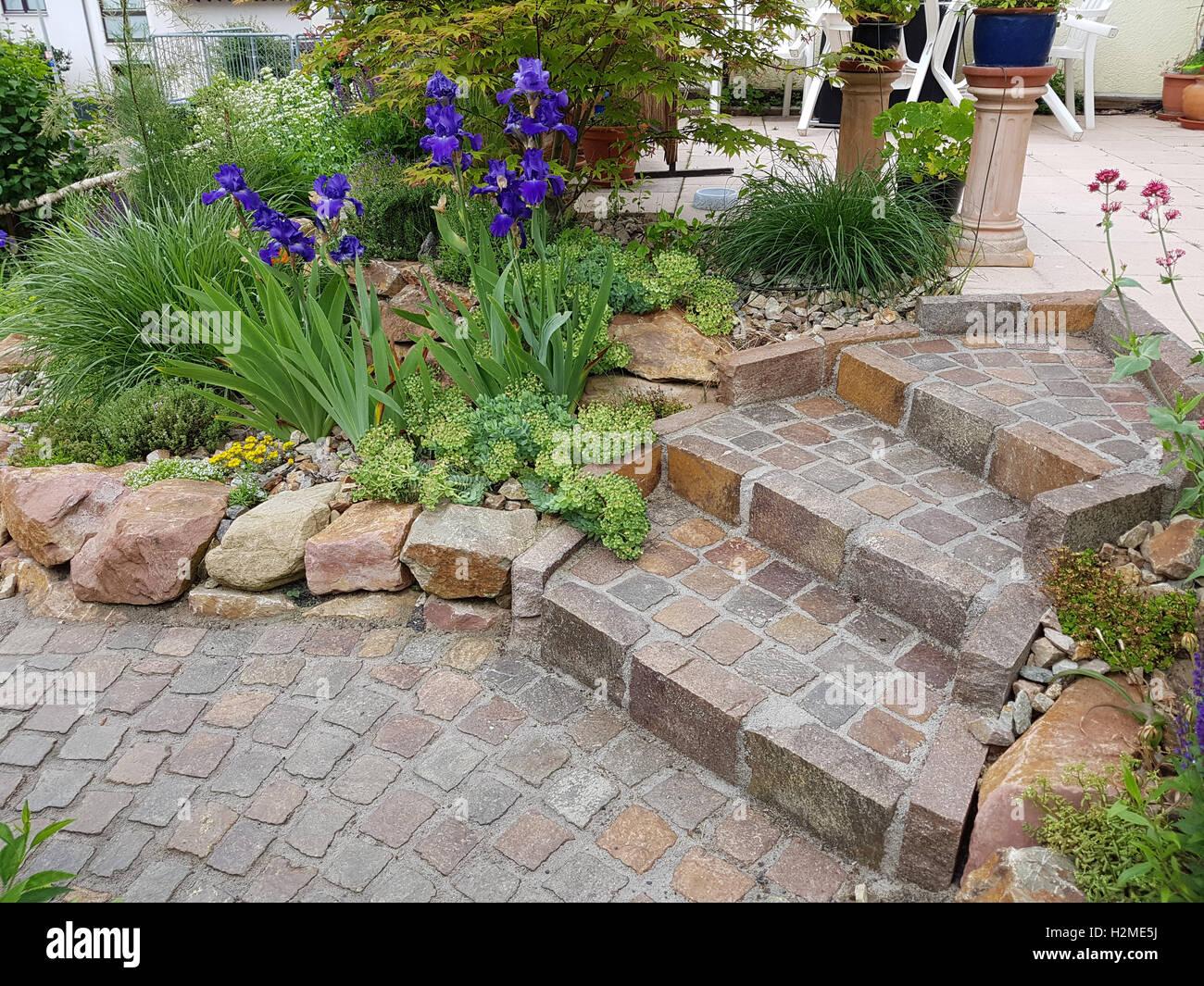 gartentreppe; treppe, garten, pflaster, naturpflaster stock photo