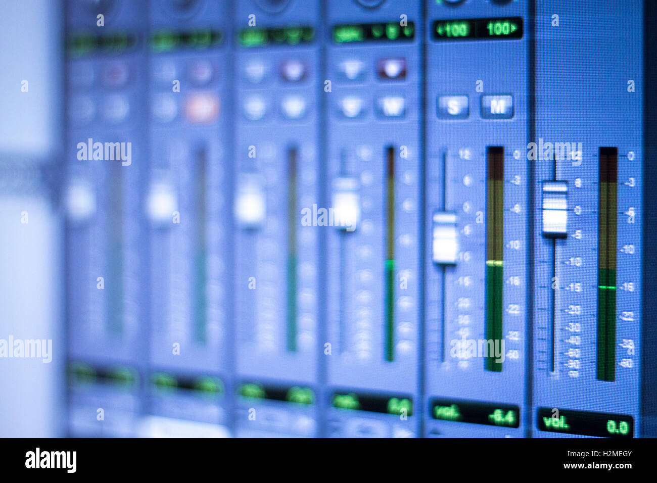 Digital Graphic Equaliser Review Yamaha Ydp2006 Parametric Equalizer Using La3600 Electronic Circuits And Diagram Background Stock Photos