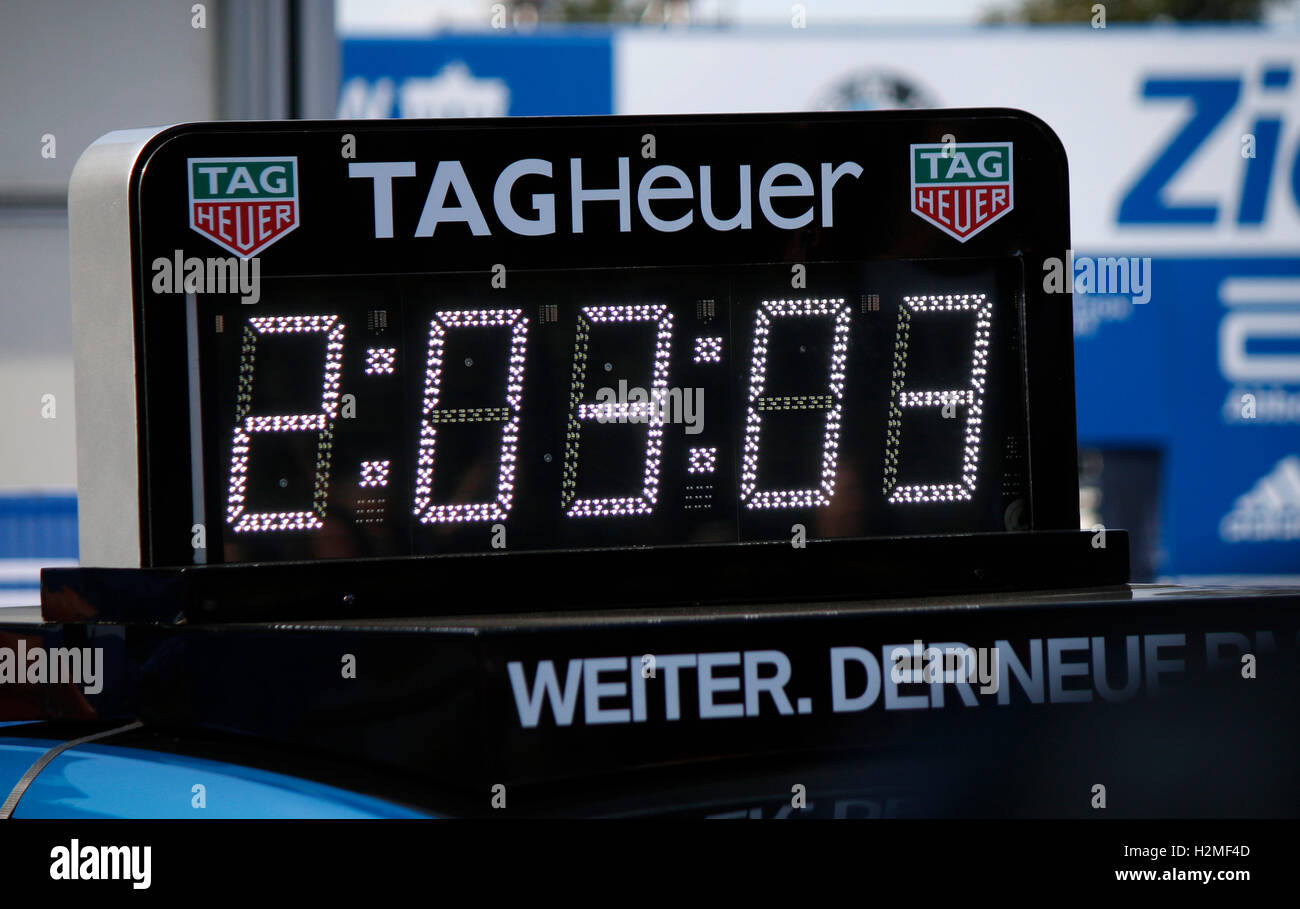 the winners time of the Berlin Marathon 2016 - only 6 seconds short of the world record. - Stock Image