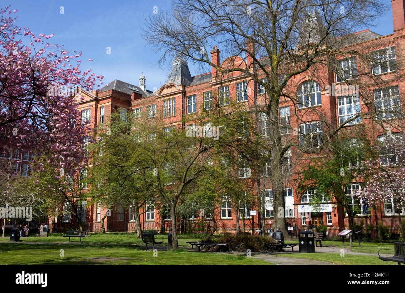 Shena Simon(City) Campus (6th Form Centre), Manchester College,+ Sackville (prev. Whitworth) Gardens, city centre - Stock Image