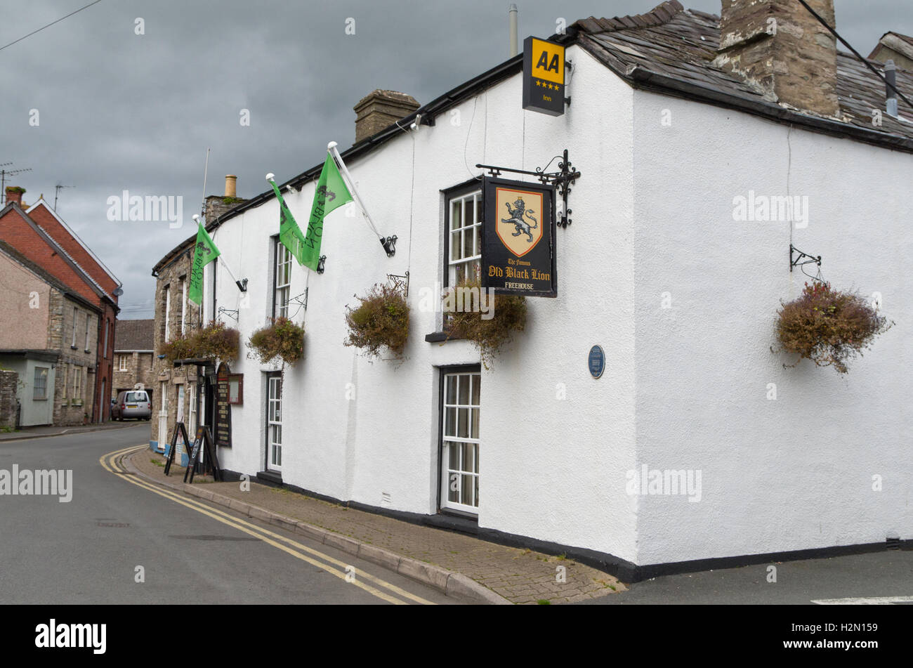 The Old Black Lion Inn in the town of Hay On Wye; it dates from 17th century and is close to Lion Gate. - Stock Image