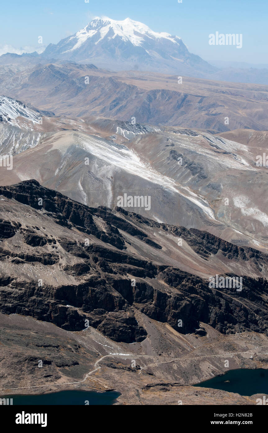 Nevado Illimani, 6442m, an Andean peak in the Cordillera Real outside La Paz, Bolivia - Stock Image