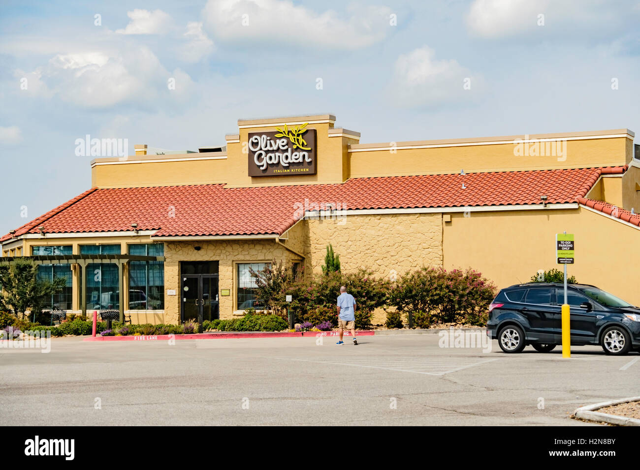 The Exterior Of An Olive Garden Restaurant Located At 2321 I 240