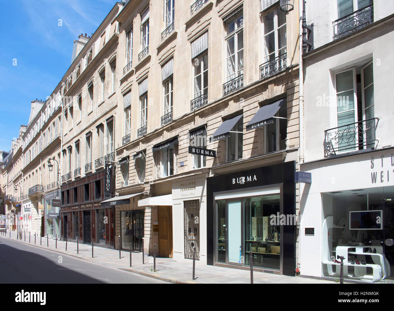 luxury shopping street rue saint honore in paris famous brands 39 stock photo 122179027 alamy. Black Bedroom Furniture Sets. Home Design Ideas