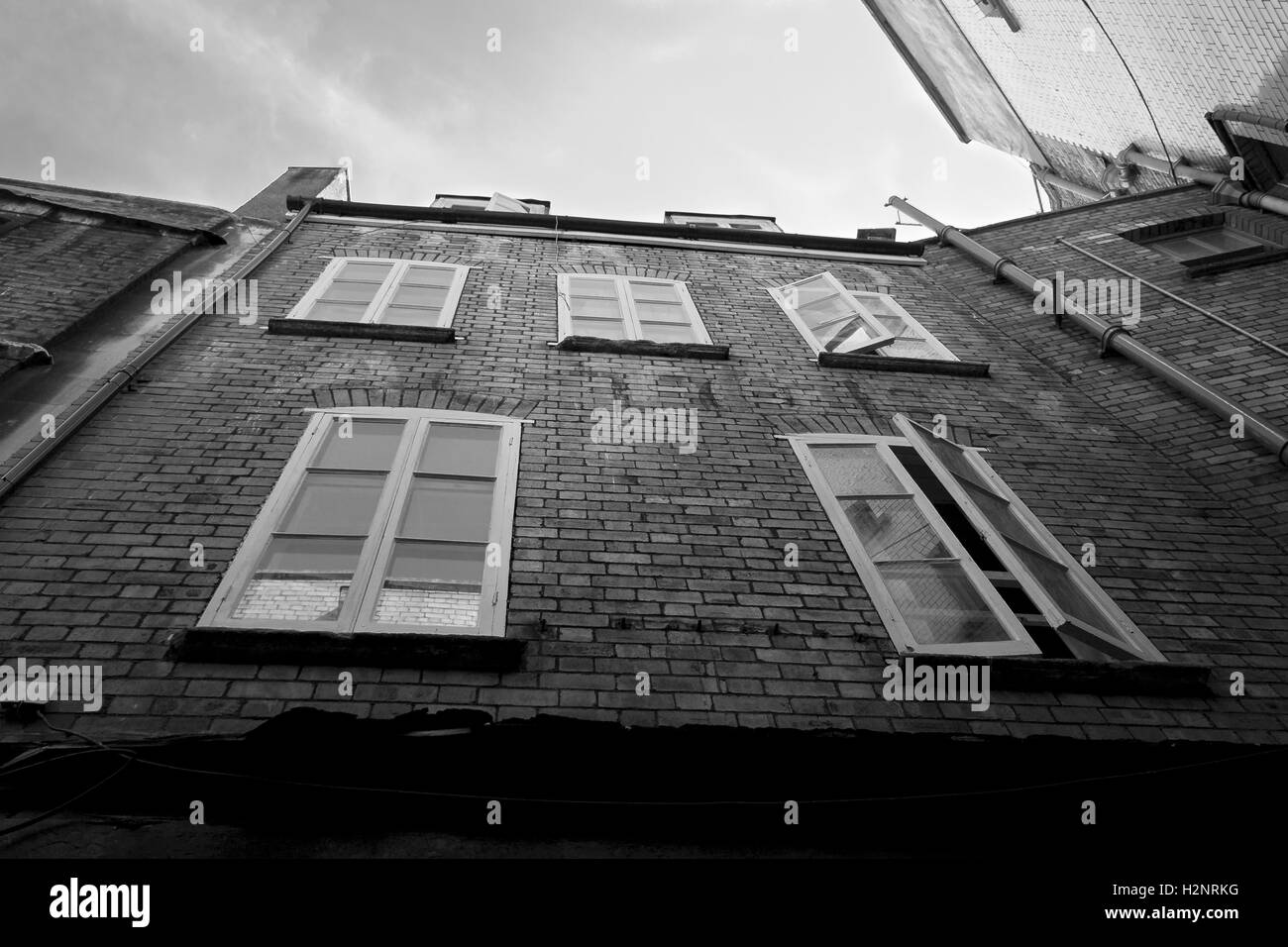 A view from below of a building in Bristol found between the alleyways. - Stock Image