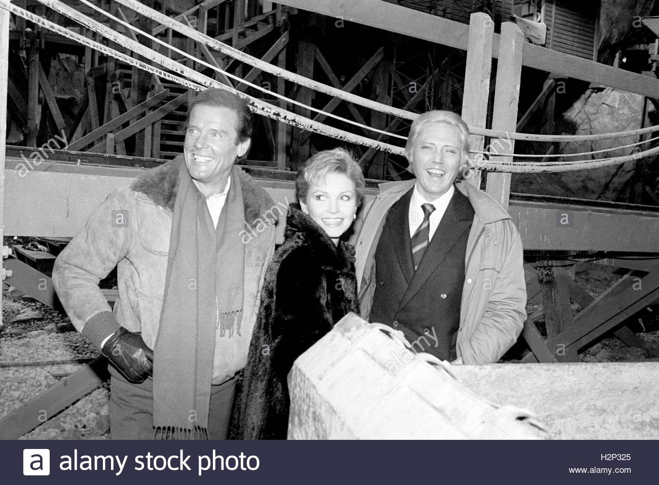 File photo dated 07/01/85 of (left to right) Sir Roger Moore, Fiona Fullerton and Christopher Walken at the re-opening Stock Photo