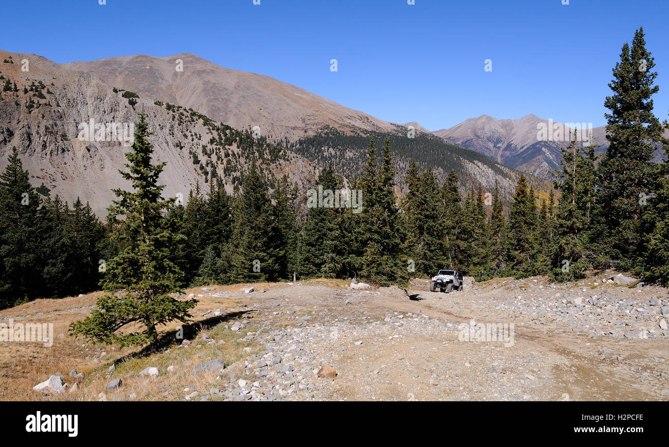 Jeep on a Colorado high country trail in the Rocky Mountains, the Baldwin Gulch Road or road 277 in Chaffee County - Stock Image