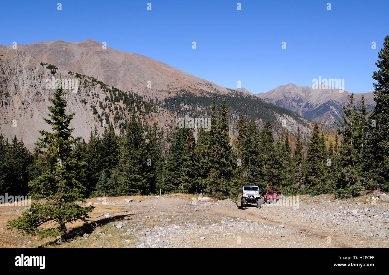 Two Jeeps on a Colorado high country trail in the Rocky Mountains, the Baldwin Gulch Road or road 277 in Chaffee - Stock Image