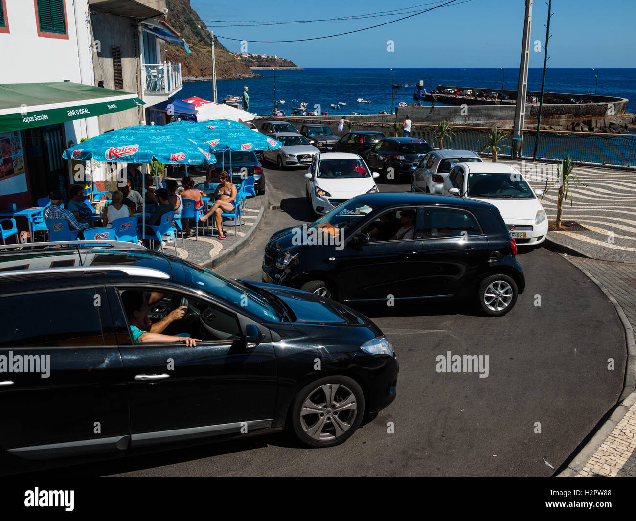 Touristic visitors cause a traffic jam at the village of Paul do Mar - Stock Image