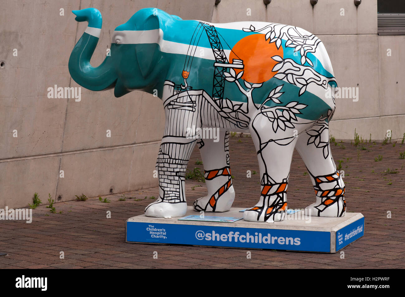 The City Elephant, by the Sculpture Jo Peel. The Elephant aims to reflect Sheffield as an ever evolving city. - Stock Image