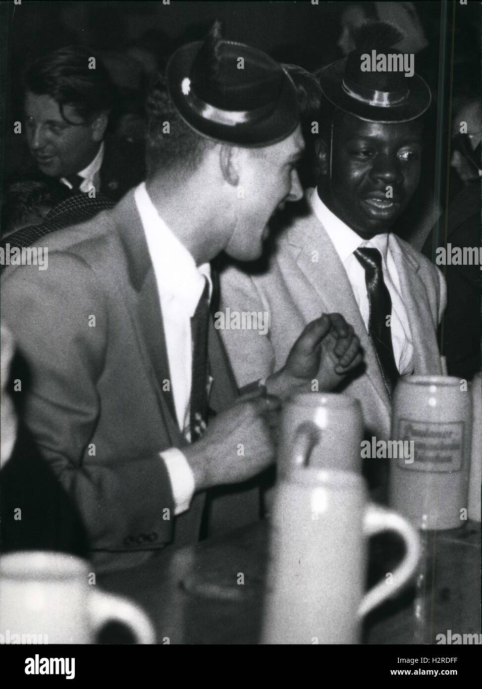 1954 - Drinking beer mixed race bar Racial segregation. Germany © Keystone Pictures USA/ZUMAPRESS.com/Alamy - Stock Image