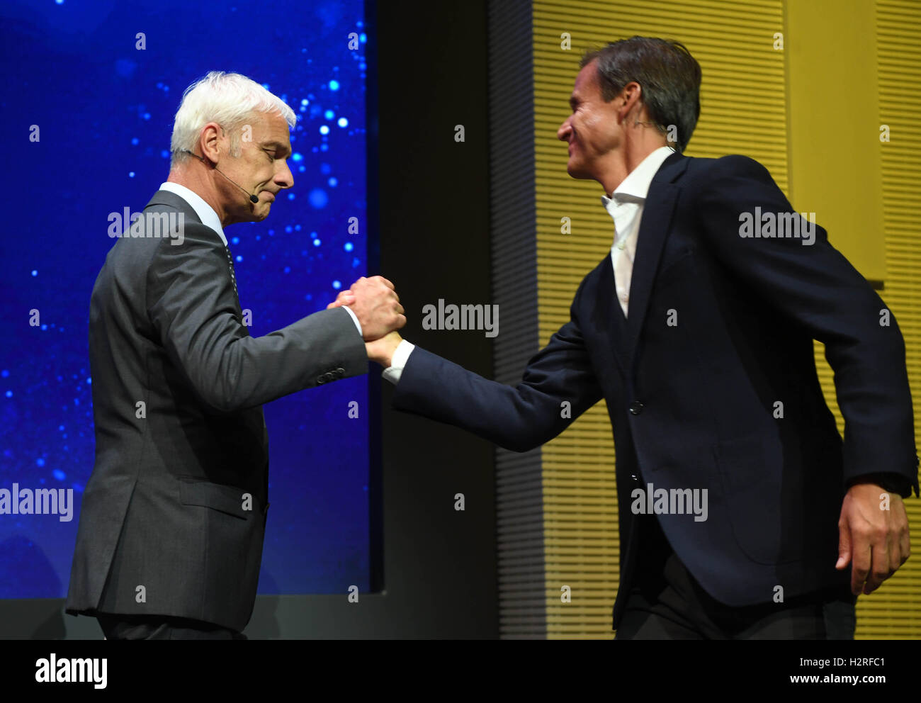 Paris, France. 28th Sep, 2016. Hans-Gerd Bode (R), Head of Communications at Volkswagen (VW), with the CEO of Volkswagen - Stock Image