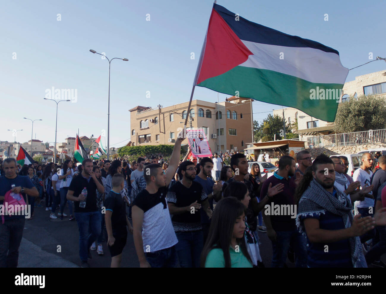 Jerusalem, Israel's northern town of Sakhnin. 1st Oct, 2016. Israeli Arabs wave Palestinian flags during a demonstration - Stock Image