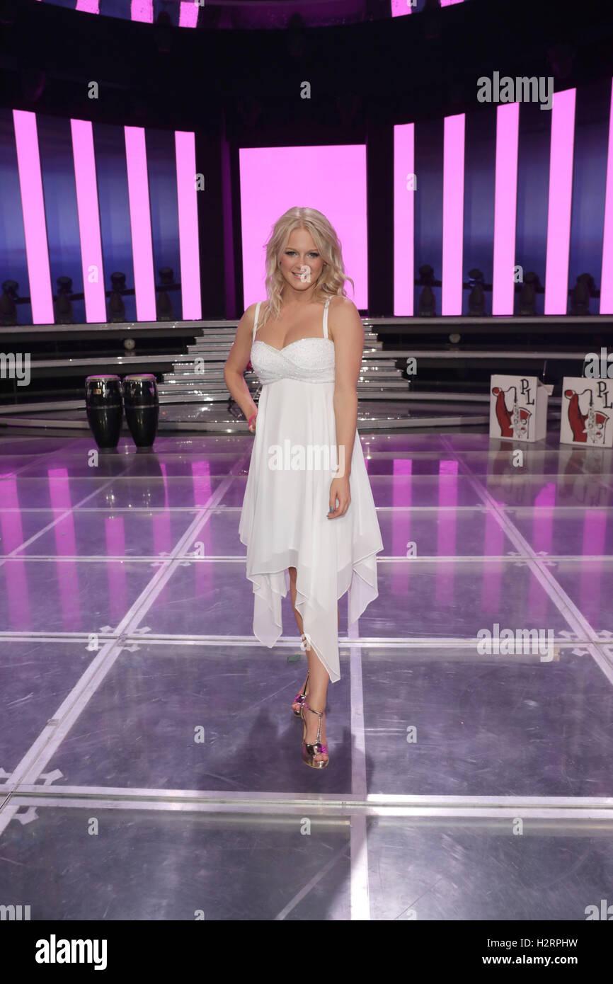 Berlin, Germany. 01st Oct, 2016. Swedish singer Julia Lindholm is a guest on the ZDF show 'Willkommen bei Carmen Nebel' in Berlin, Germany, 01 October 2016. Photo: JOERG CARSTENSEN/dpa/Alamy Live News Stock Photo