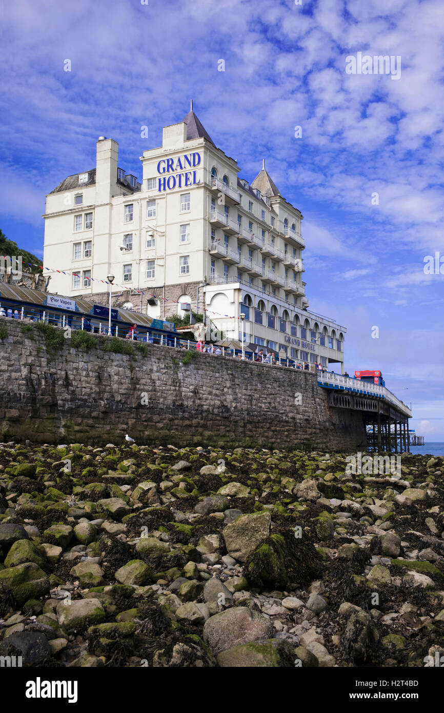 The imposing Victorian 'Grand Hotel' towering above the beach at Llandudno, Wales, UK - Stock Image