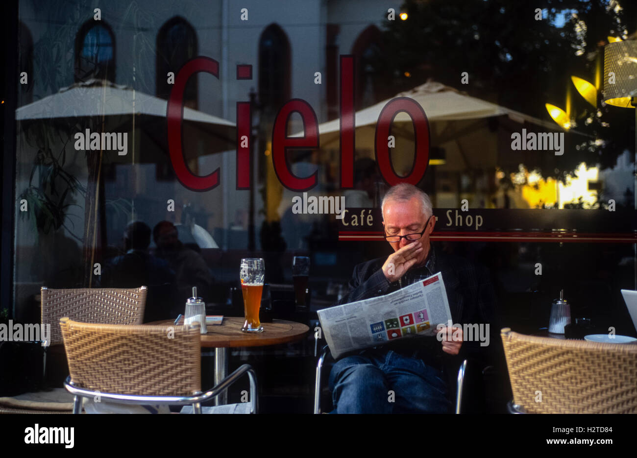 Man yawning outside a cafe Durlach Karlsruhe Baden-Württemberg Germany - Stock Image