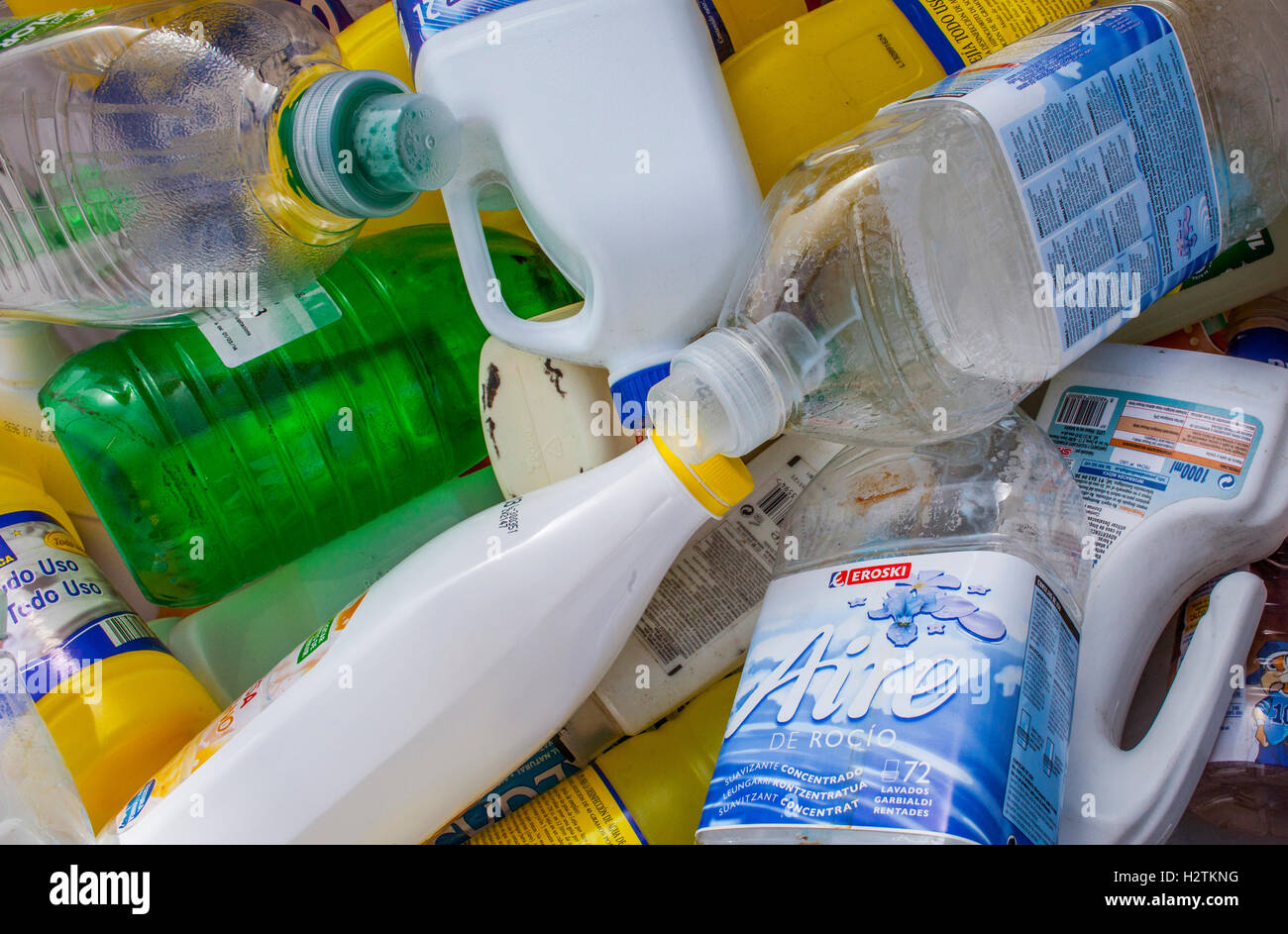 marketing essay plastic bottle recycling Remember that because plastic doesn't break down easily (if ever), recycling plastic means that it is still plastic, just being used for a different purpose therefore, you're not actually reducing plastic amounts or exposure, even in the recycling process.