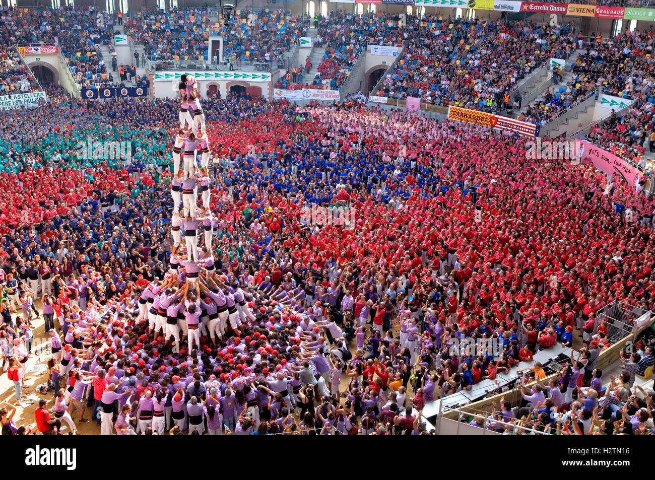 Colla Jove Xiquets de Tarragona.'Castellers' building human tower, a Catalan tradition.Biannual contest. - Stock Image
