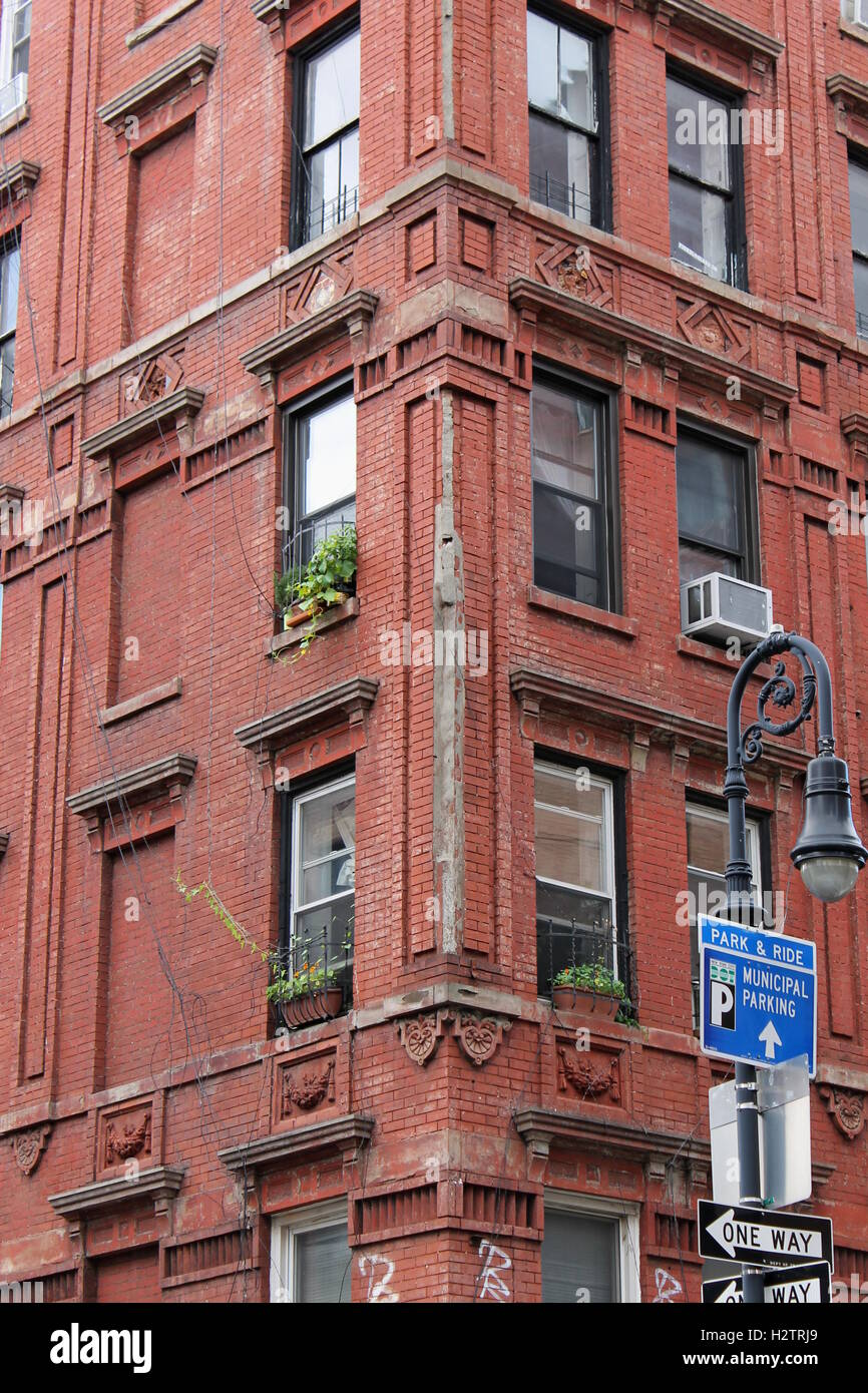 vintage red brick apartment building in new york city