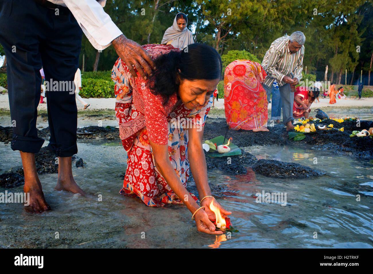 Ganga Snan (Asnan) Hindu, festival, Hindu families making
