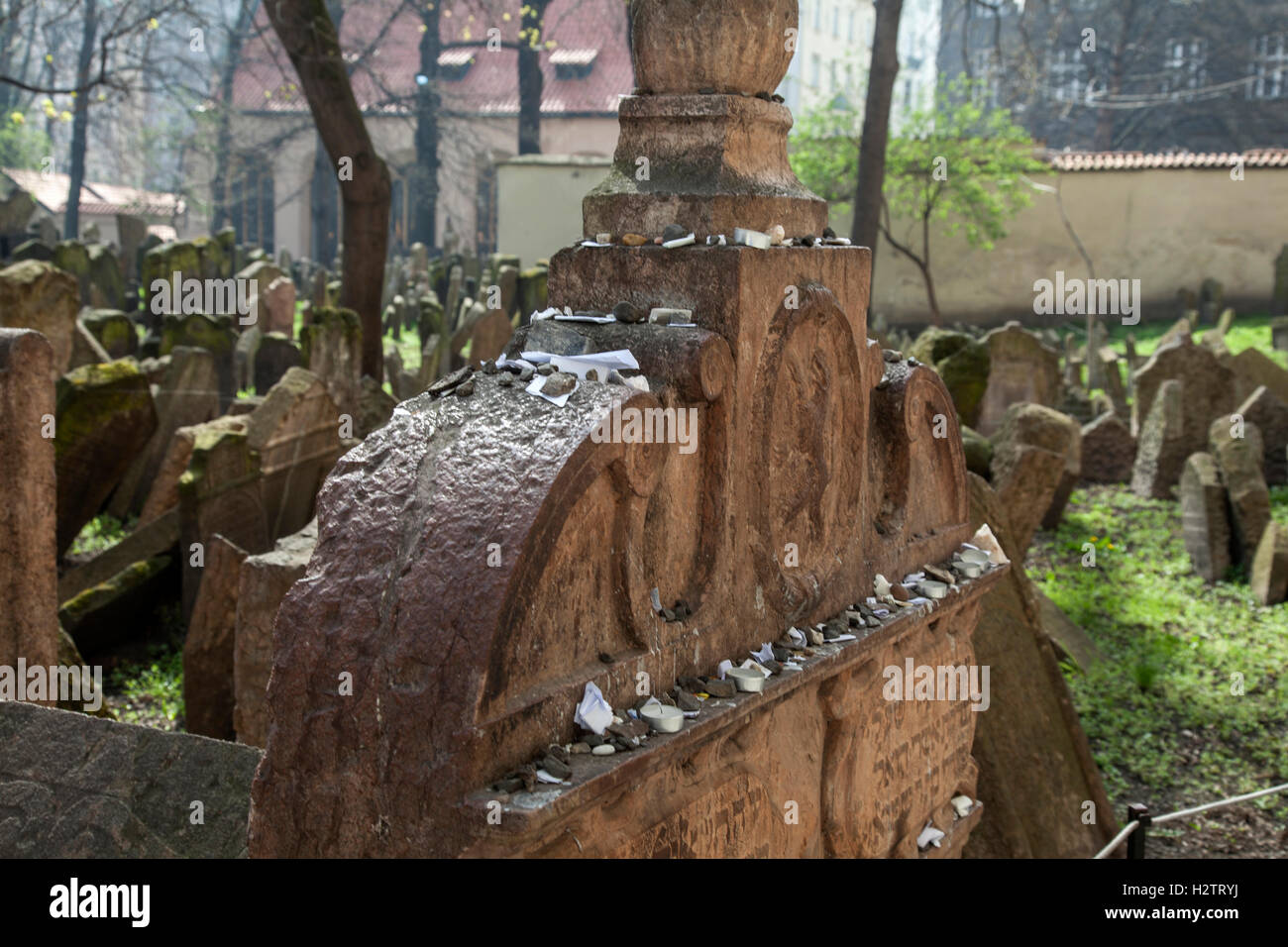 Old Jewish Cemetery Prague. Sometimes visitors leave pebbles or prayers written on small pieces of paper on the - Stock Image
