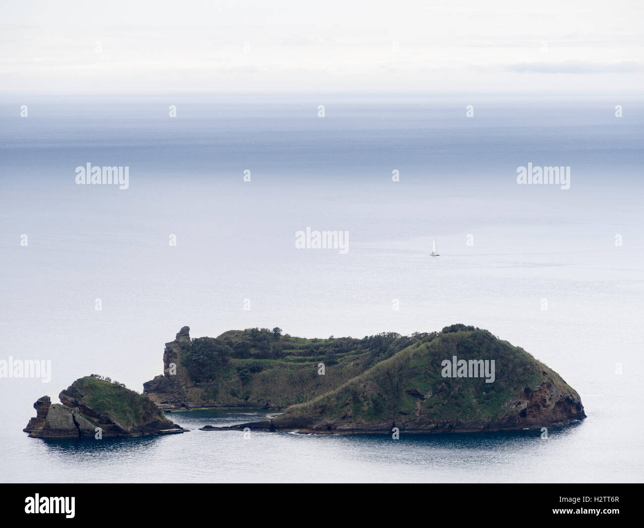 Ilheu da Vila from Above. This small island off the coast of Vila Franca Do Campo is a favourite swimming spot. - Stock Image