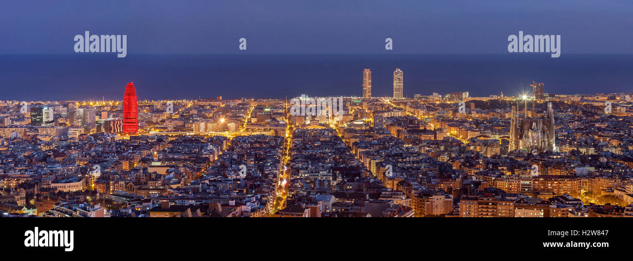 Barcelona skyline panorama at night - Stock Image