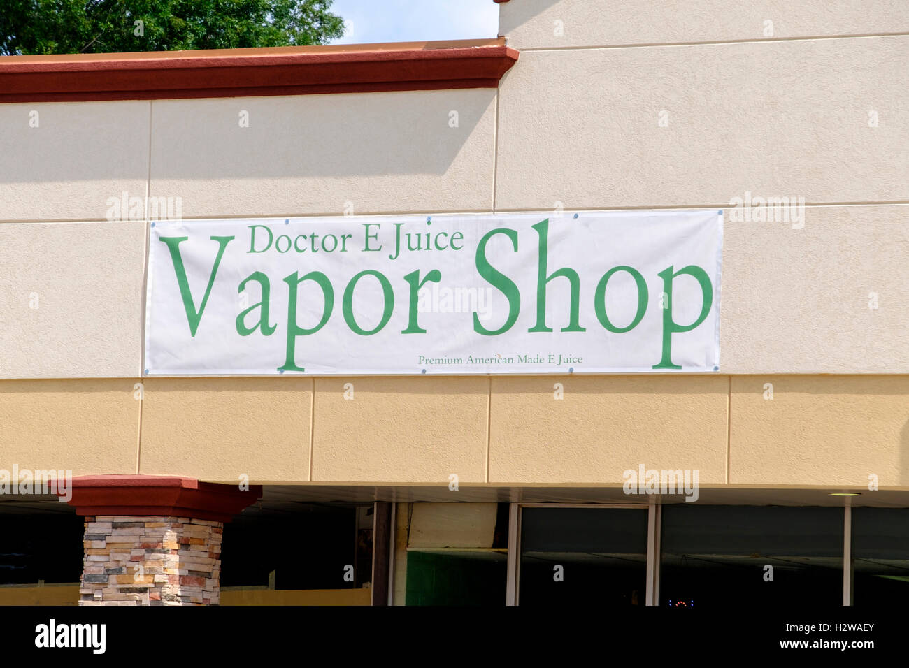 The storefront of a vapor shop in Oklahoma City, Oklahoma, USA. - Stock Image