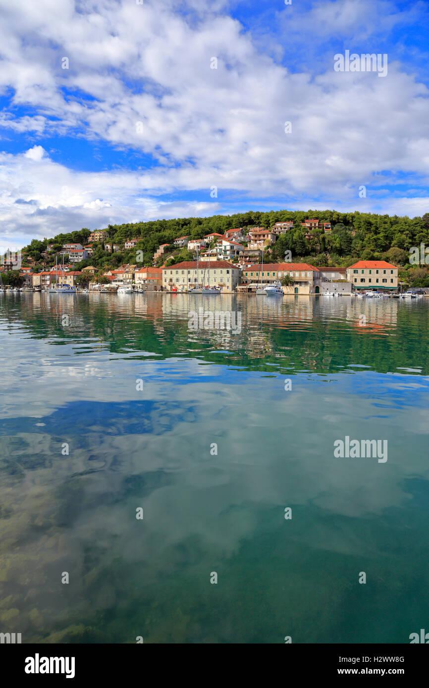 Jelsa harbour and waterfront, Hvar Island, Croatia, Dalmatia, Dalmatian Coast, Europe. - Stock Image