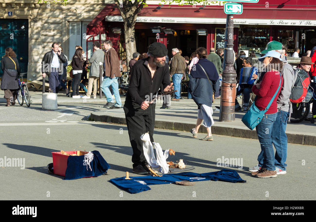 Paris, France-April 10, 2016 : The unidentified puppeteer near Notre Dame cathedral in Paris, France. - Stock Image