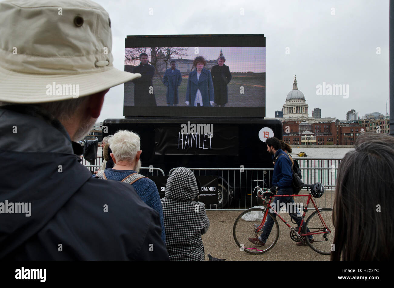 William Shakespeare`s plays in opposite St Paul cathedral / crowd watching Hamlet in live performance - Stock Image