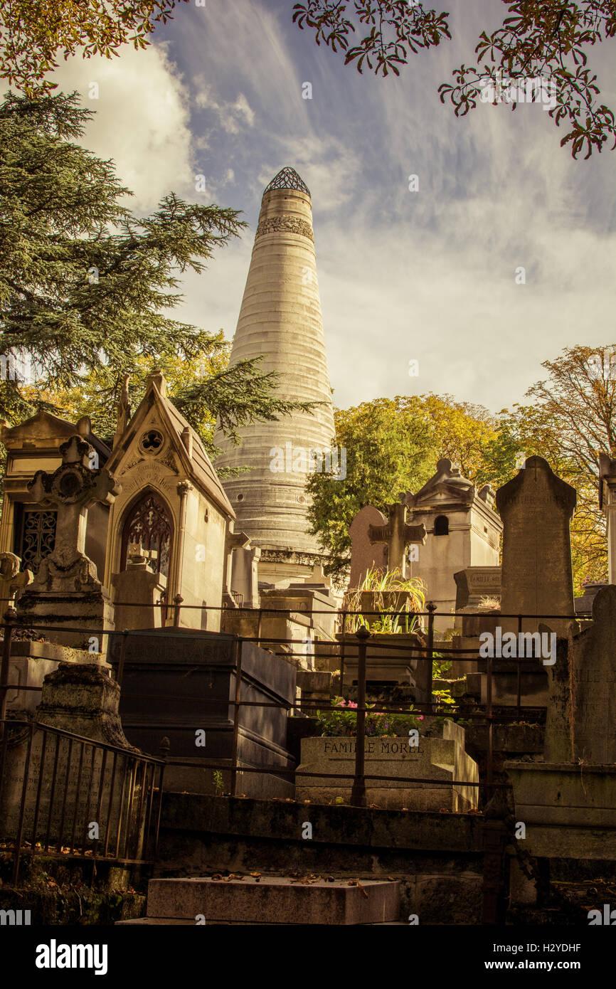 Père Lachaise Cemetery, formerly, cimetière de l'Est, East Cemetery) is the largest cemetery in the city of Paris. Stock Photo