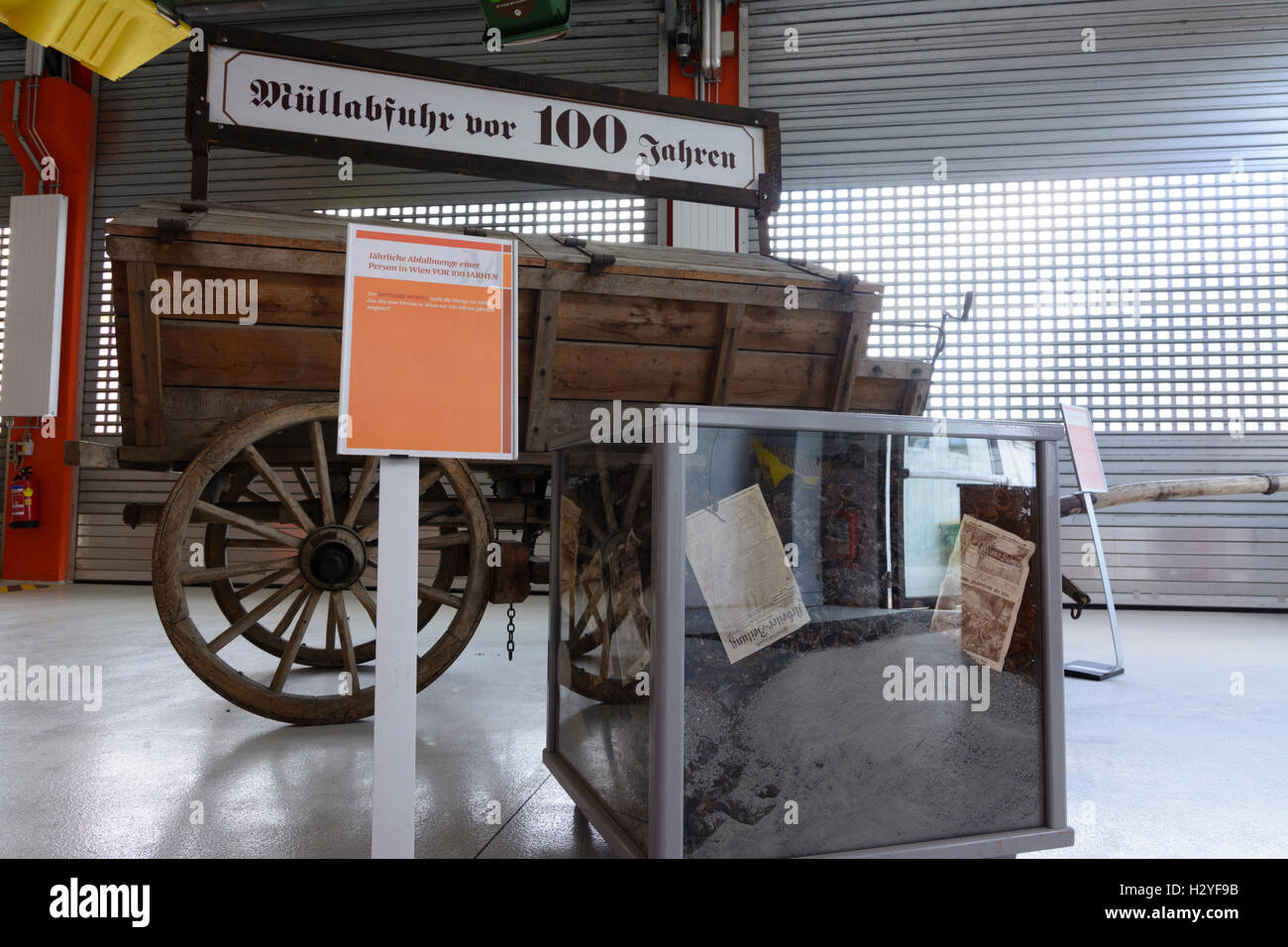 Wien, Vienna: Rautenweg landfill , '48 - Museum , refuse truck of 1900, amount of waste by 1 person in 1900, - Stock Image