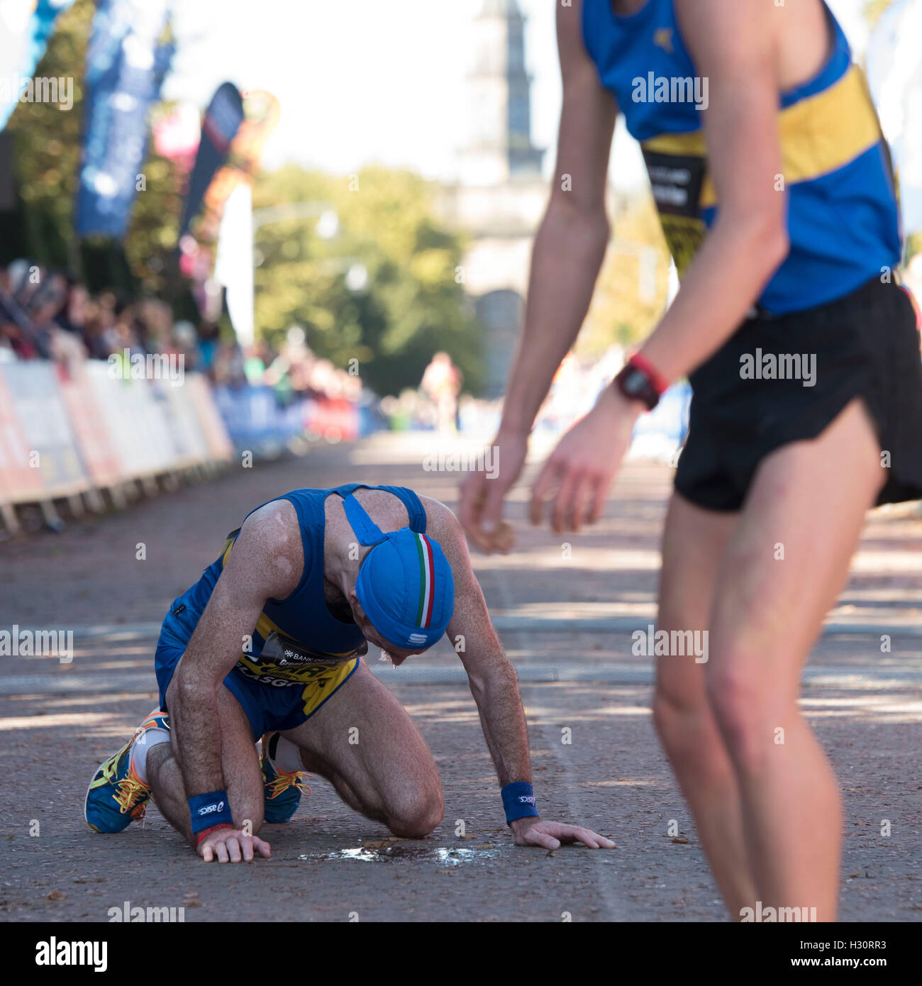 Runners at the finish line of the Elite Half Marathon race at the Great Scottish Run in Glasgow. - Stock Image