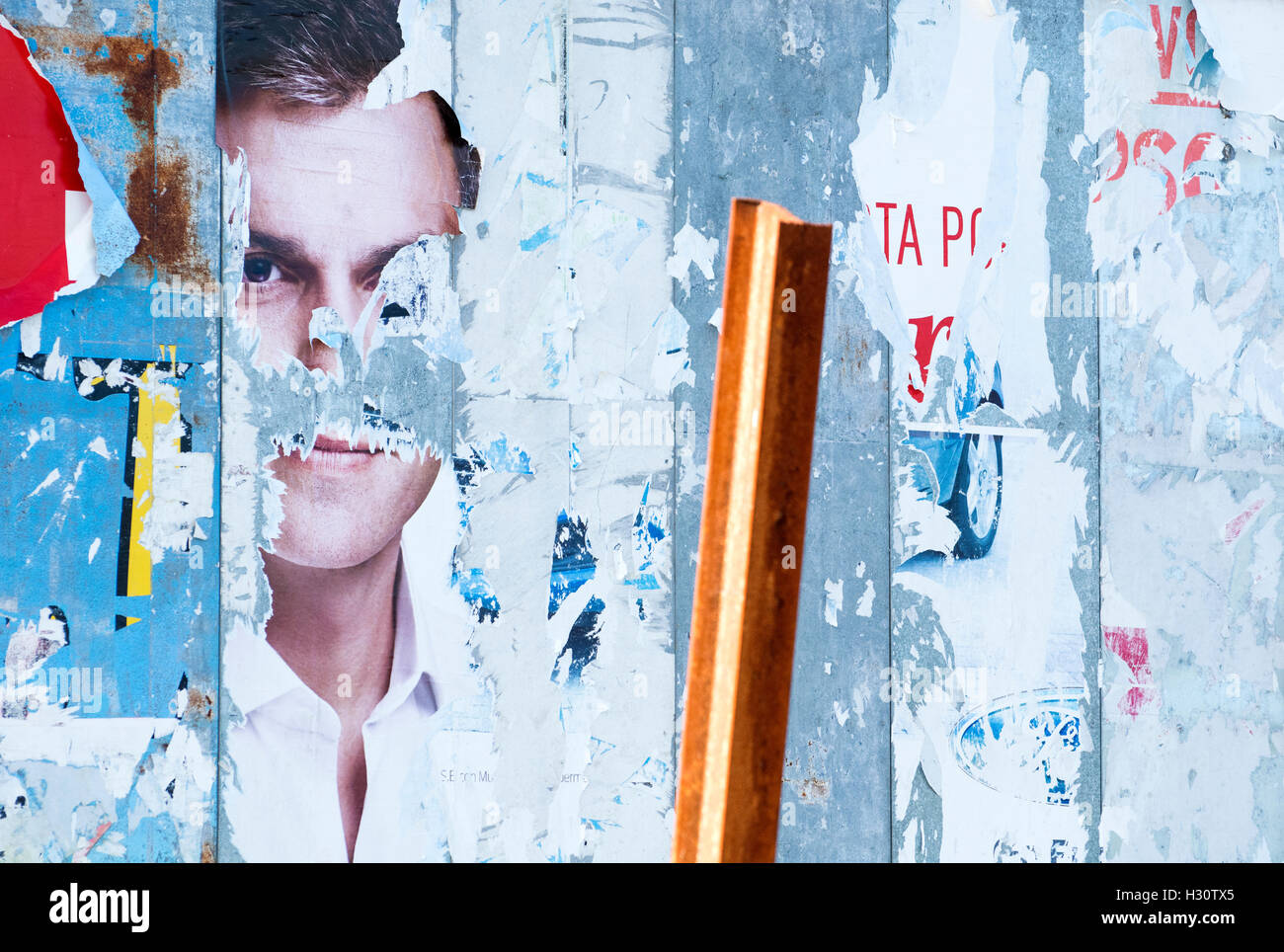 Lugones, Spain. 2nd October, 2016. Political campaign posters of former-leader of Spanish Socialist Party (PSOE) - Stock Image