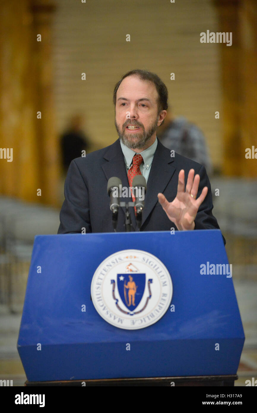 Boston, Massachusetts, USA. 16th Dec, 2014. DR. RICHARD SACRA, U.Mass Medical School, and Ebola survivor announces - Stock Image
