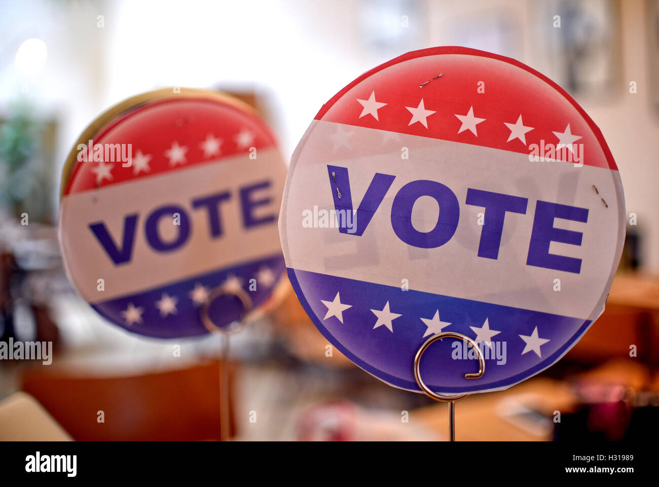 Berlin, Germany. 30th Sep, 2016. Signs reading 'Vote' can be seen at Hallesches Haus in Berlin, Germany, - Stock Image