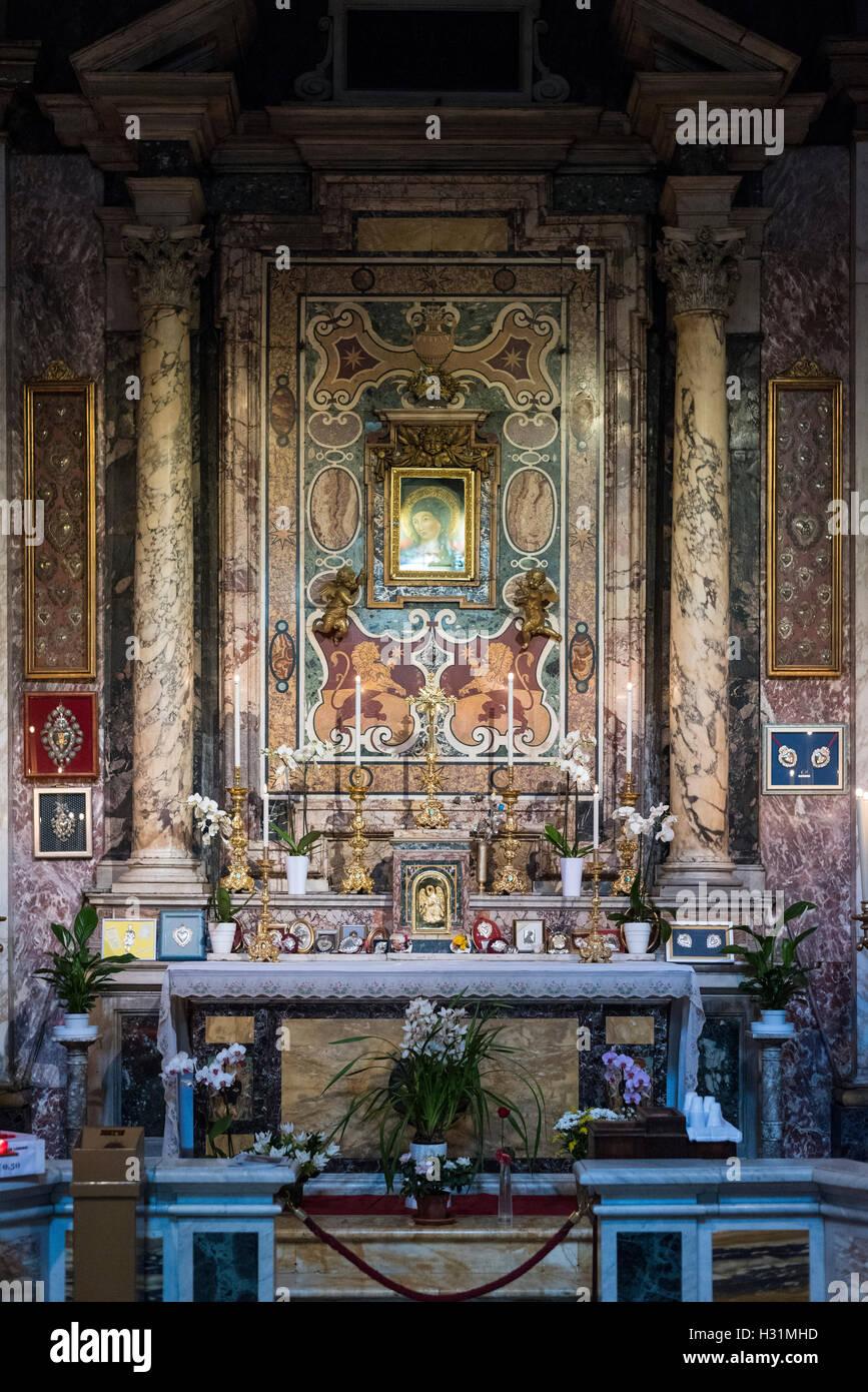 Rome. Italy. La Cappella del Pozzo (Chapel of the Well) Chiesa di Santa Maria in Via, 1594, Largo Chigi. Stock Photo