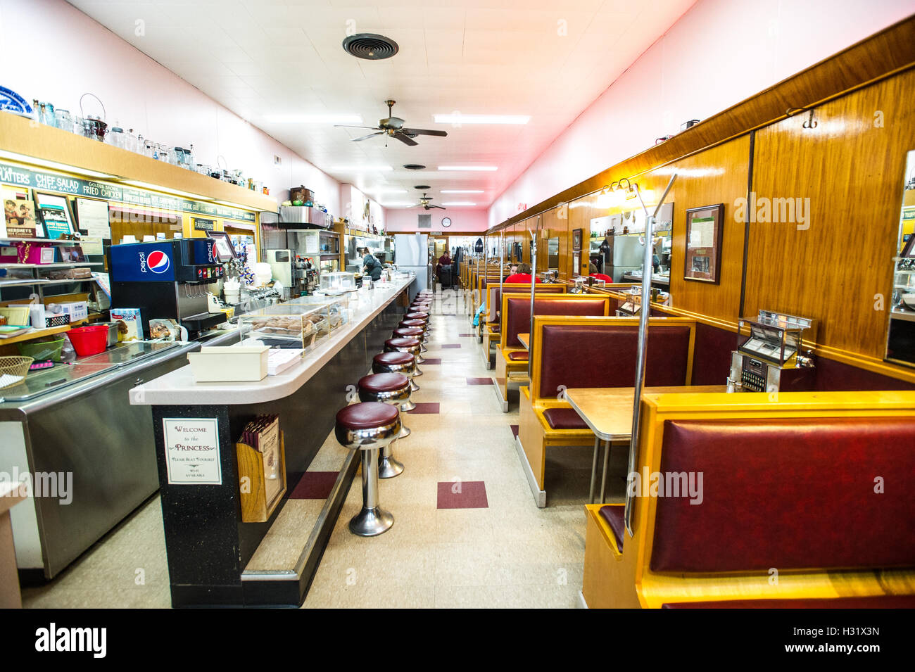 Bar and booths at a diner in Maryland - Stock Image