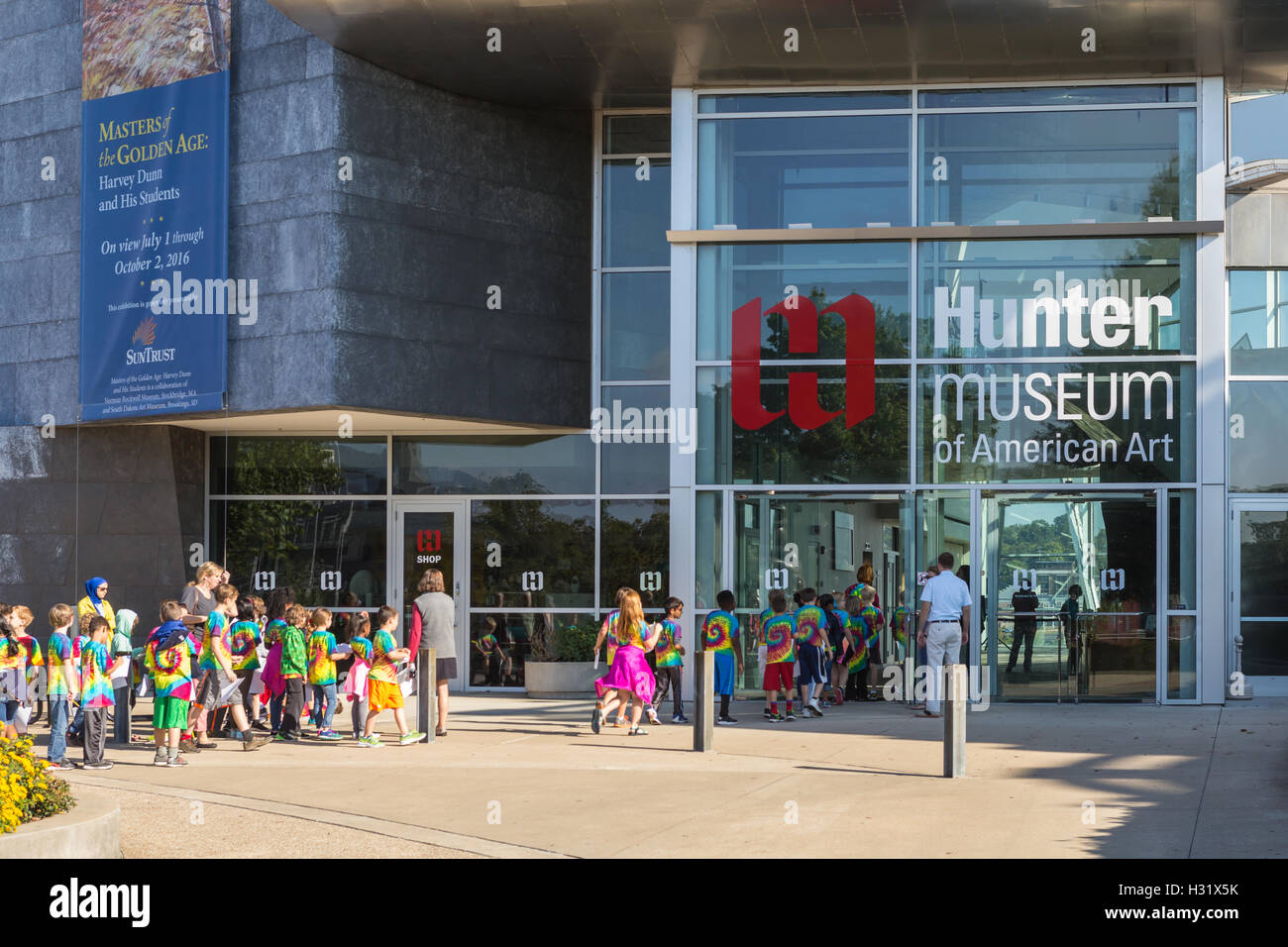 A group of elementary school students on a school field trip enters the Hunter Museum of American Art in Chattanooga, Stock Photo