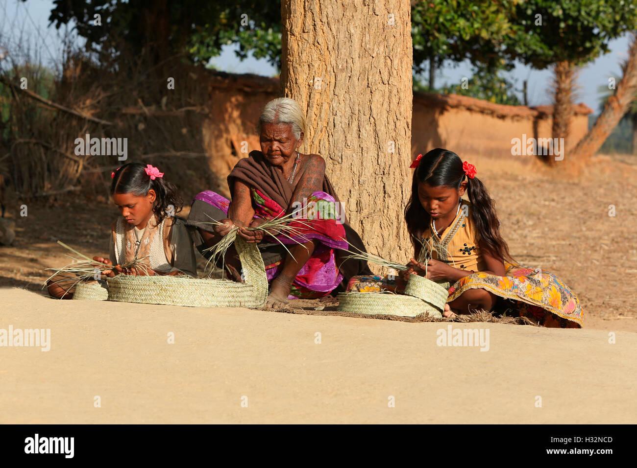 BHUMIA TRIBE, Old woman making bamboo mat, Karma village, Bagicha tahsil, Chattisgarh -India - Stock Image